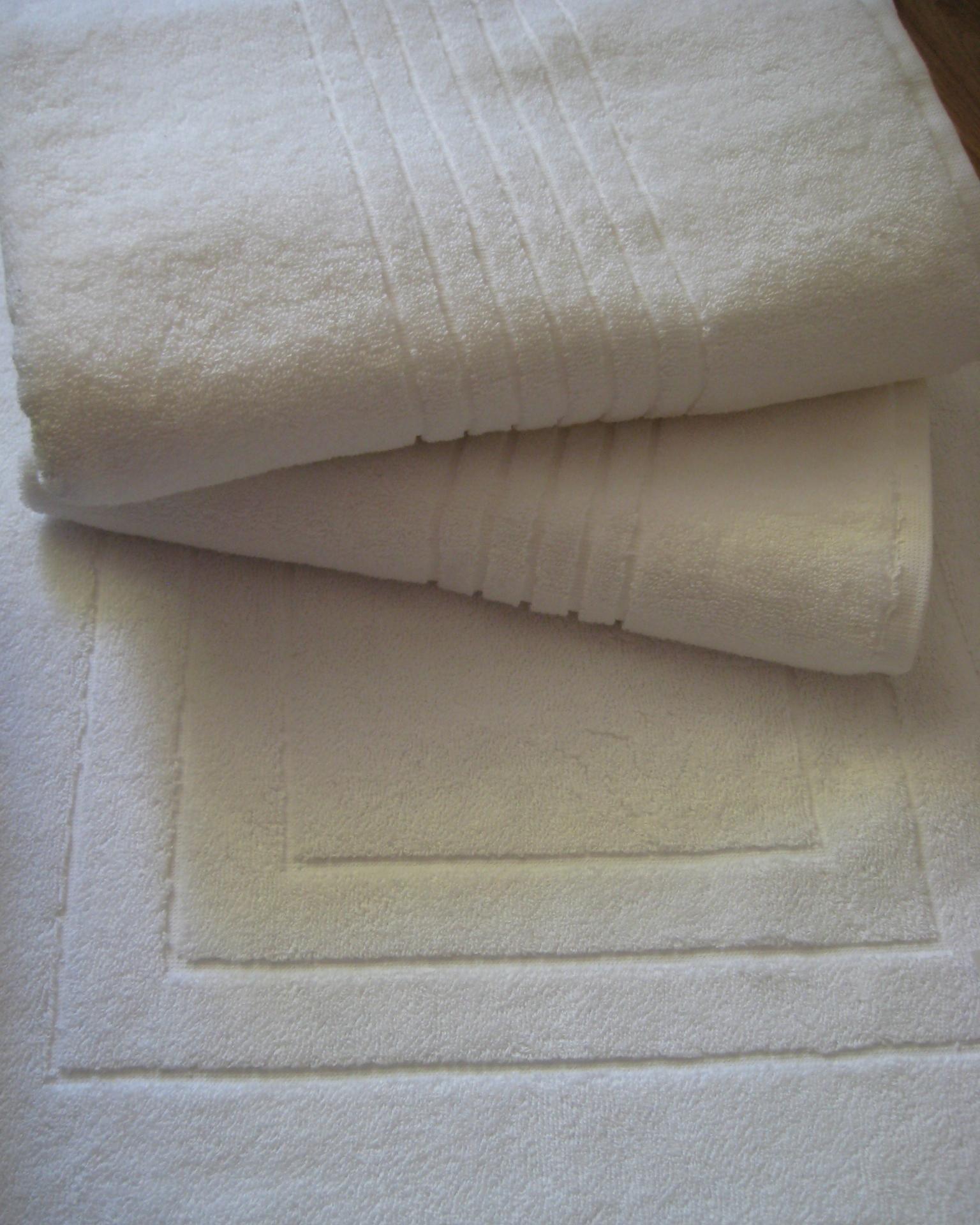 Махровое полотенце пл.530 гр/м2 бордюр рельефный, белый